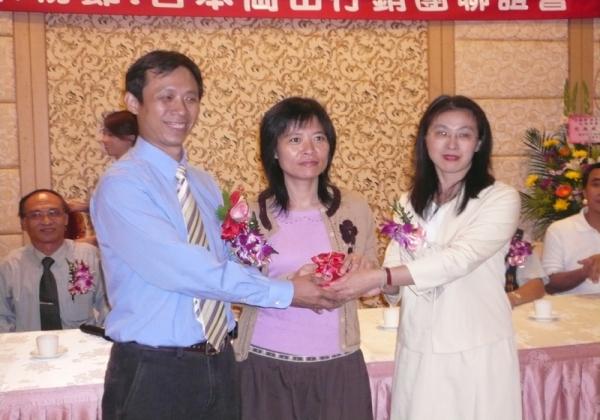 2006年米粉公會理事長交接趙課長到場監交恭賀
