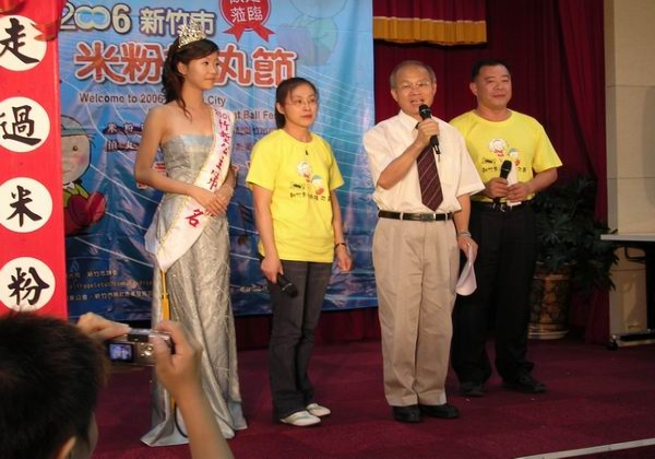 2006台北記者會市長向媒體推薦米粉摃丸節