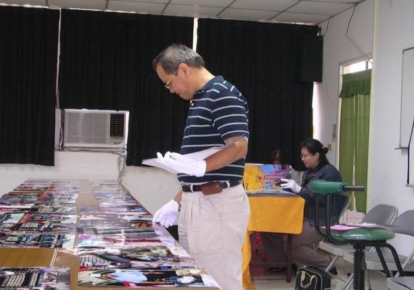 2005-10-09-攝影比賽公開評審 楊東龍理事長