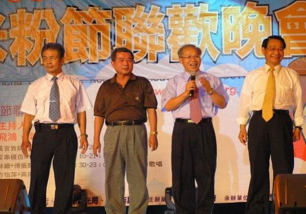 2005-10-09-與市長一同歌唱